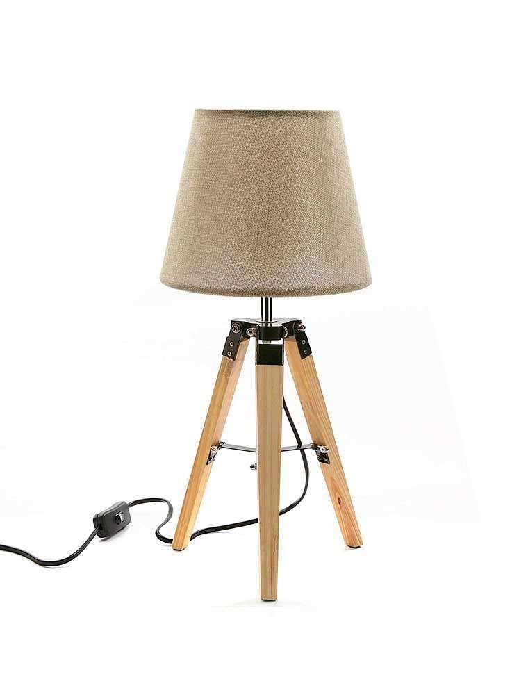 lampe-de-table-blanche-tripieds-en-bois