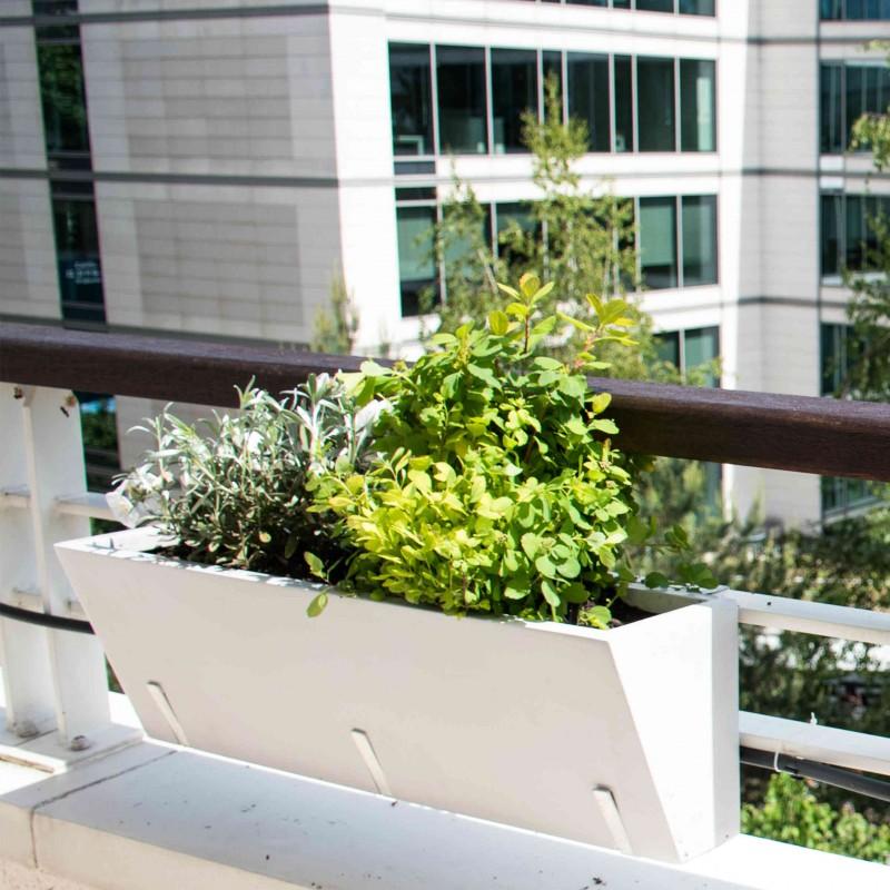 pot-en-resine-pour-balcon